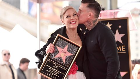 Pink S Husband Carey Hart Reacts To The Haircut She Gave Herself