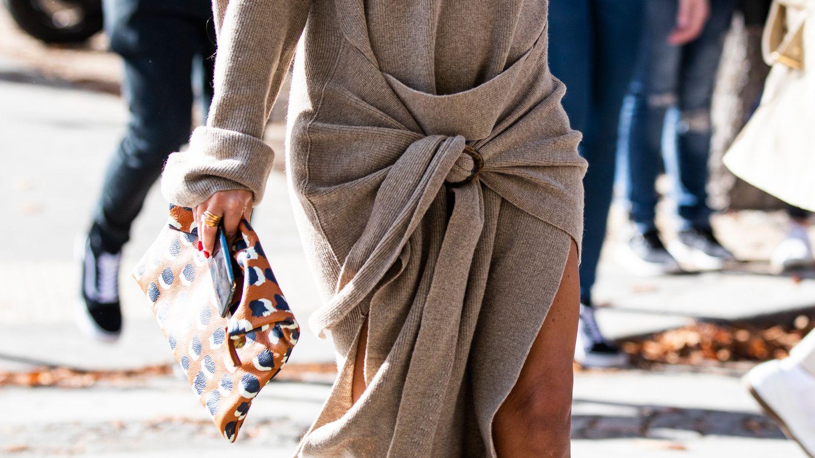 El jersey de Zara que se transforma en vestido hace cintura fina