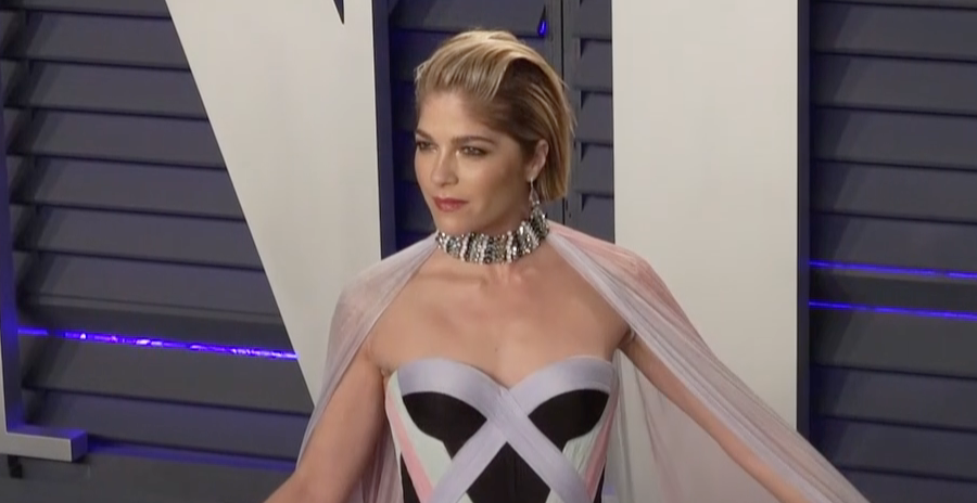 Selma Blair Posts Photo Of Herself Taking A Towel Bath To Quell Spasms From Multiple Sclerosis