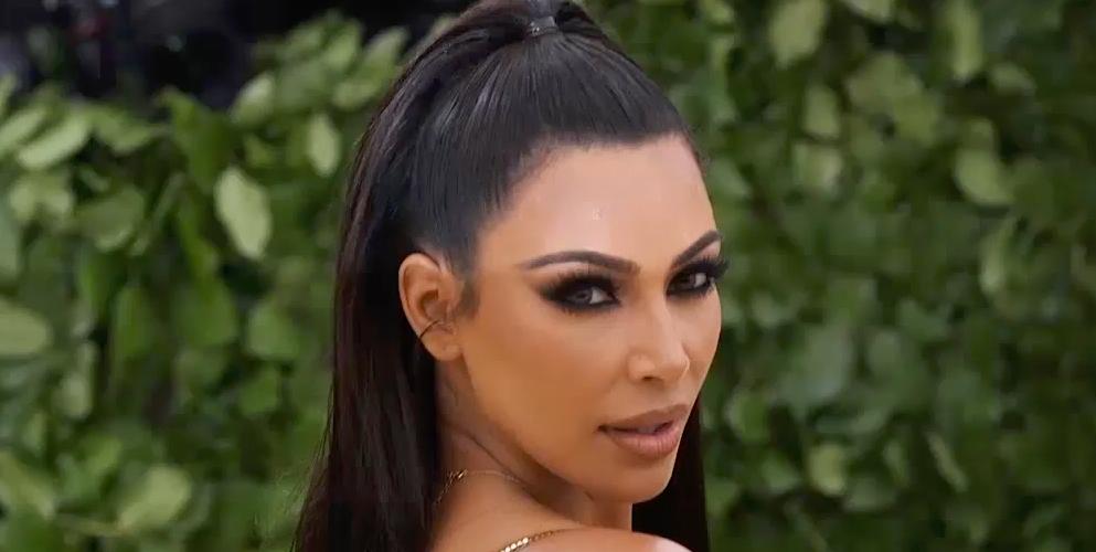 Kim Kardashian Cut Off Kourtney During an Awkward Interview at the PCAs
