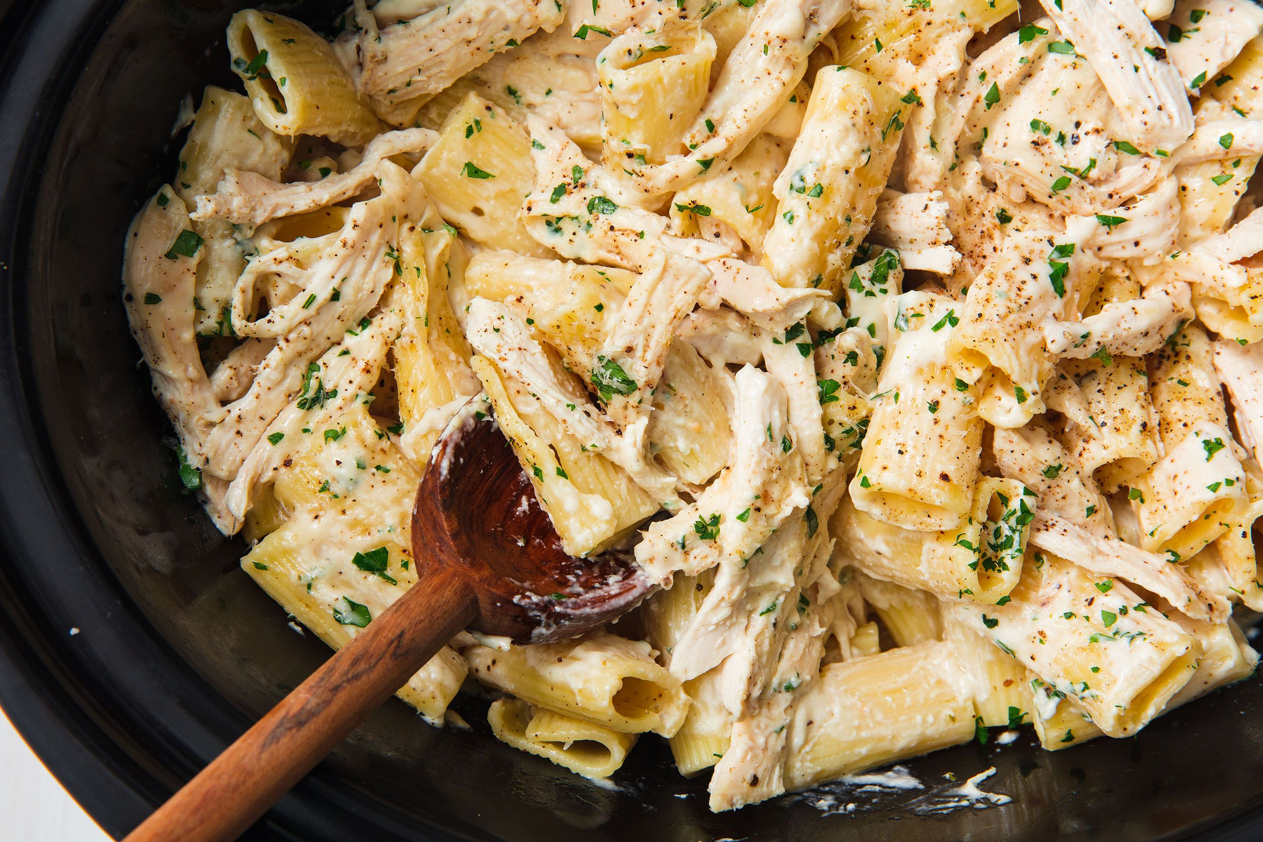 You Can Cook Chicken Alfredo (From Start To Finish) In Your Slow Cooker