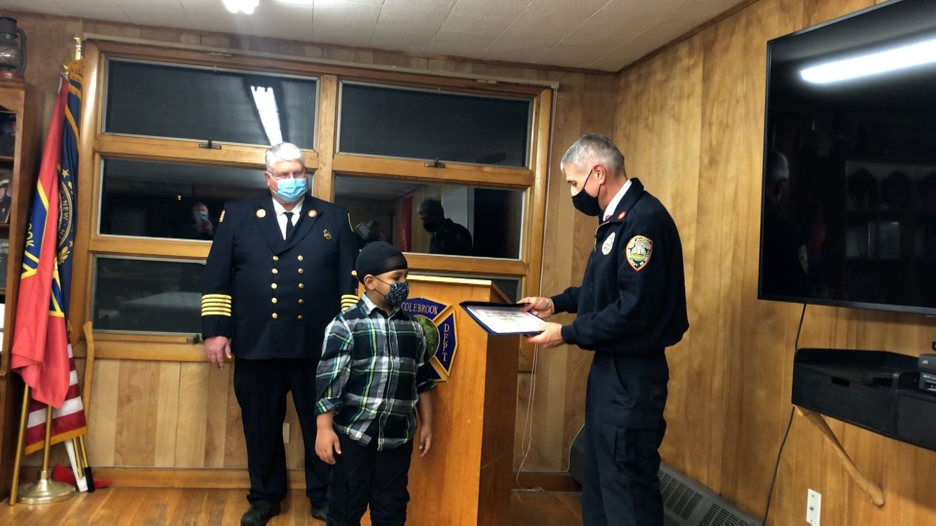 6-year-old boy honored for alerting families to apartment fire
