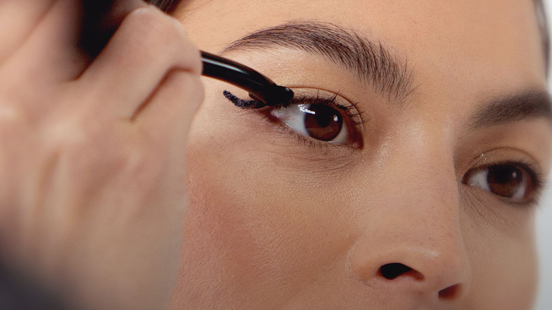 Zip Through Your Morning Makeup Routine With These Time-Saving Woosh Beauty Products