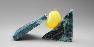 Daniel Foreo ha capturado el momento de estos globos a punto de estallar entre piedras