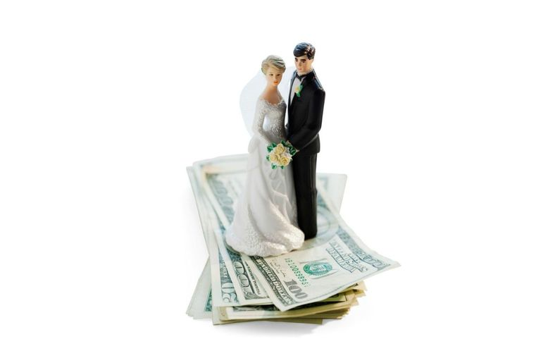 How to pay for a wedding paying for a wedding getty images junglespirit Choice Image
