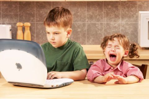 Child, Laptop part, T-shirt, Baby & toddler clothing, Sharing, Toddler, Tongue, Tooth, Personal computer, Computer,