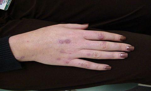 Finger, Skin, Wrist, Joint, Nail, Thumb, Nail care, Manicure, Gesture, Nail polish,