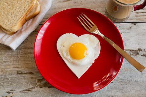 Serveware, Dishware, Food, Egg yolk, Ingredient, Bread, Tableware, Meal, Egg white, Kitchen utensil,