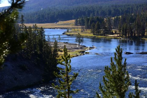 Nature, Natural landscape, Water resources, Water, Bank, Watercourse, Nature reserve, Channel, Wilderness, Riparian zone,