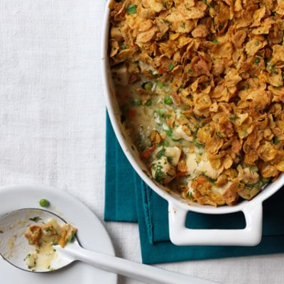 """<p>Could it get any better than the flavor combination of chicken pot pie and buttermilk fried chicken? Actually, yes — when that creamy and comforting mix is a mere 258 calories per serving!</p> <p><strong>Recipe: <a href=""""http://www.delish.com/recipefinder/buttermilk-chicken-and-cornflake-bake-recipe"""" target=""""_blank"""">Buttermilk Chicken and Cornflake Bake</a></strong></p>"""