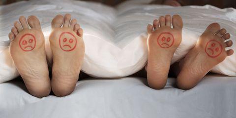 Toe, Skin, Barefoot, White, Nail, Comfort, Foot, Organ, Nail care, Close-up,