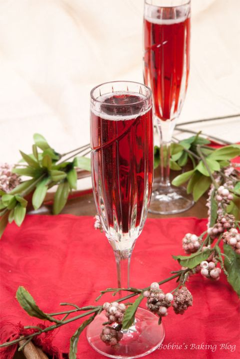 20 Sparkling Champagne Cocktail Recipes New Years Eve
