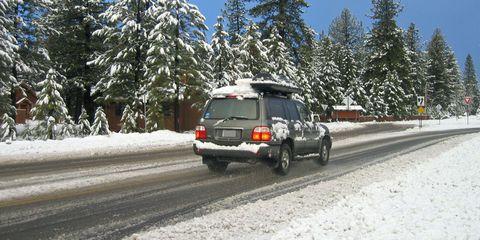 Automotive tire, Automotive tail & brake light, Automotive exterior, Winter, Vehicle, Automotive parking light, Road, Automotive lighting, Infrastructure, Snow,