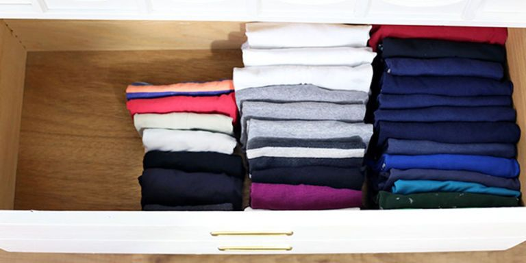 how to fold clothes vertically konmari organizing method. Black Bedroom Furniture Sets. Home Design Ideas