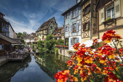 Window, Town, Waterway, Neighbourhood, Petal, Flower, Channel, Building, Canal, Watercourse,