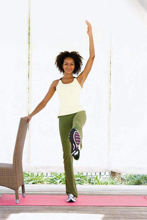Shoulder, Human leg, Elbow, Waist, Leisure, Active pants, People in nature, Knee, Neck, Exercise,