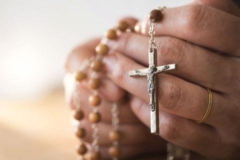 Finger, Skin, Joint, Wrist, Jewellery, Fashion accessory, Metal, Symbol, Religious item, Body jewelry,