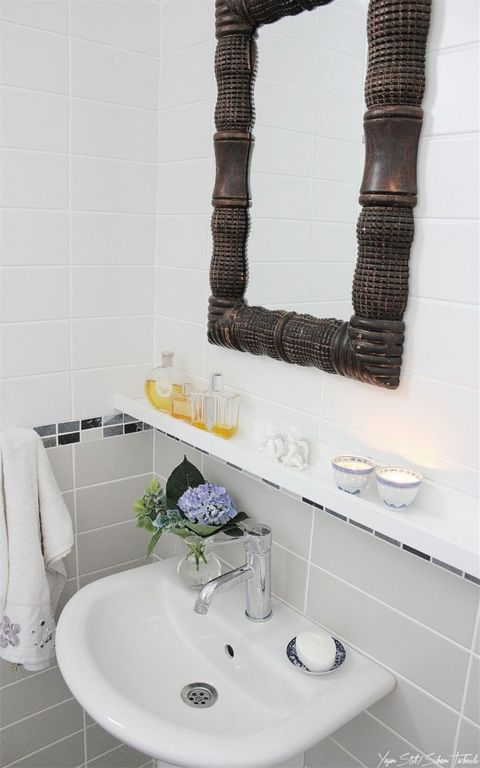 Blue, Plumbing fixture, Bathroom sink, Property, Room, Wall, White, Interior design, Tile, Purple,