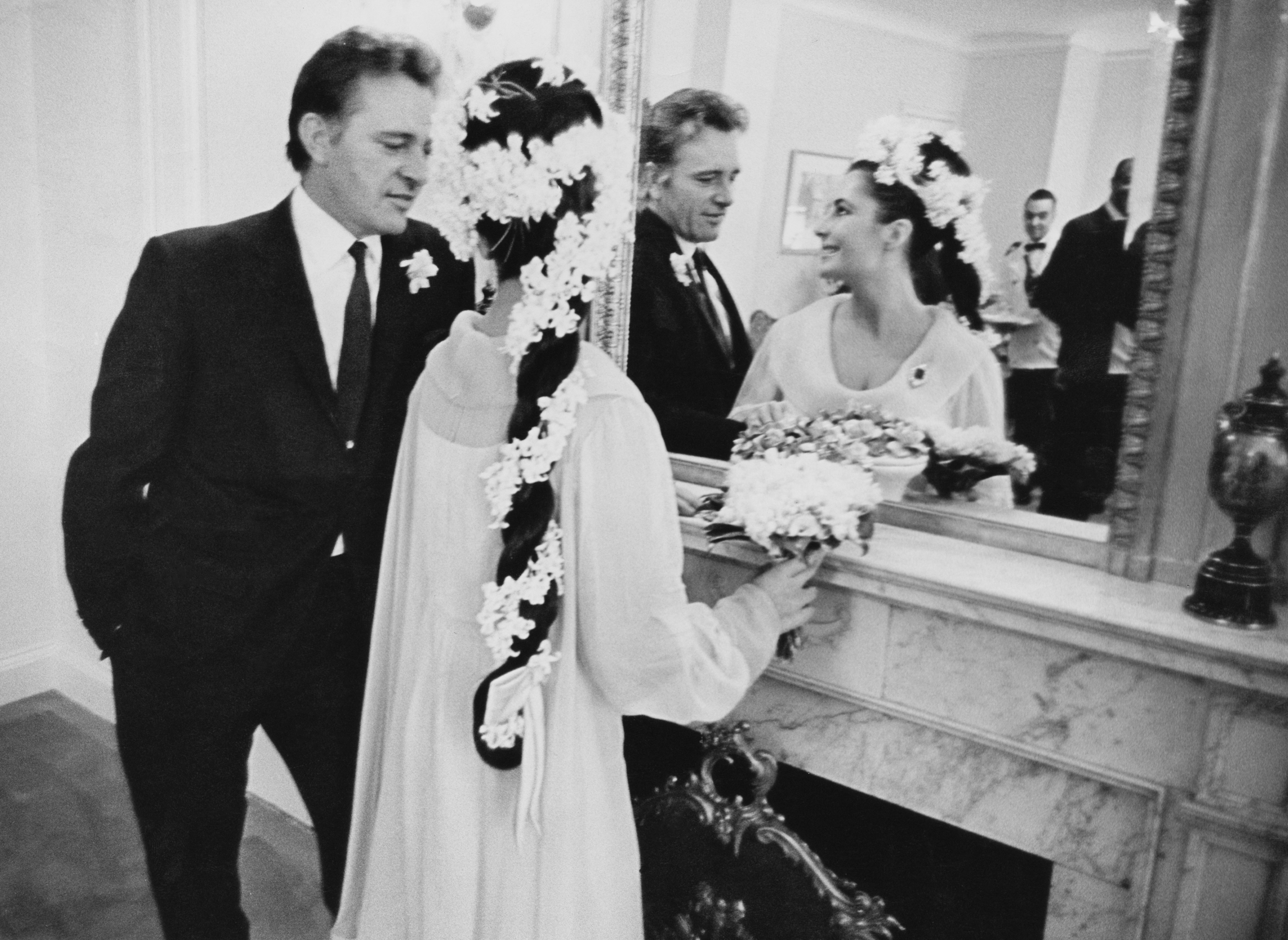Elizabeth Taylor And Richard Burton Love Story Elizabeth Taylor S Many Divorces