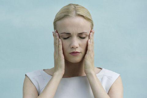 Ear, Lip, Hairstyle, Skin, Shoulder, Eyebrow, Joint, Eyelash, Jaw, Elbow,