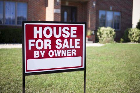 Grass, Window, Land lot, Brick, Signage, Sign, Brickwork, Lawn, Rectangle, Yard,