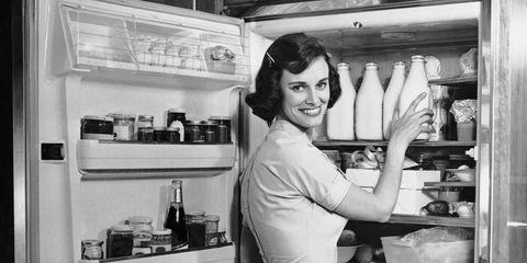 Cook, Kitchen, Cooking, Countertop, Service, Machine, Bowl, Kitchen appliance, Small appliance, Shelf,