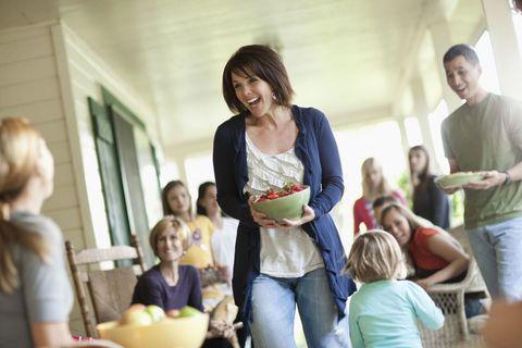 Hair, Sharing, Mixing bowl, Serveware, Bowl, Family, Playing with kids,