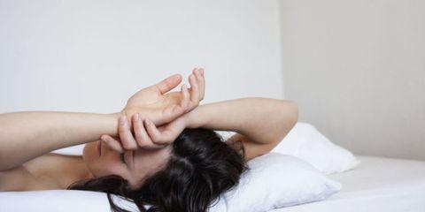 Finger, Comfort, Skin, Shoulder, Wrist, Joint, Elbow, Linens, Bed, Black hair,