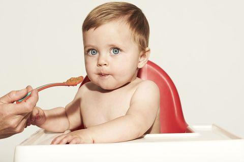 Ear, Finger, Cheek, Skin, Shoulder, Hand, Joint, Child, Organ, Toddler,