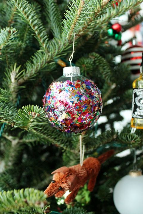diy christmas ornaments confetti ornaments - Christmas Bulb Decorations