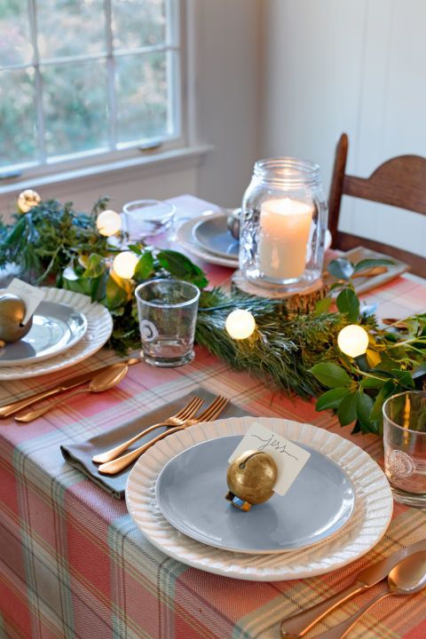 christmas table decorations pop of plaid - Country Christmas Table Decorations