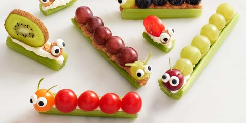Sweet corn takes on a whole new meaning with this recipe. The corncobs look delightfully like the real thing—except they're made of cake, frosting and peanut butter candies! These treats really brighten up the Thanksgiving table, and they're so easy to make. Children can help with this project.