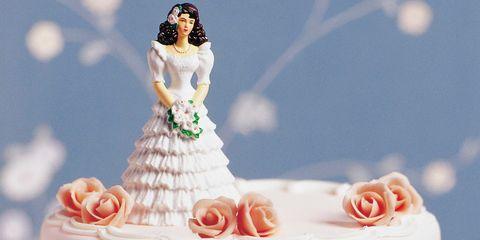 Cake, Dessert, Ingredient, Petal, Cake decorating, Sweetness, Baked goods, Cake decorating supply, Sugar cake, Peach,