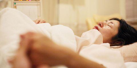 Finger, Comfort, Skin, Eyelash, Linens, Nail, Bedding, Portrait photography, Bed, Bed sheet,