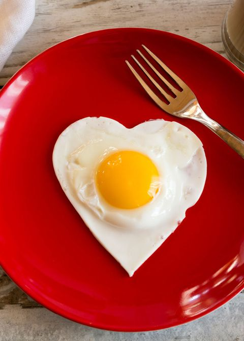 <p>To protect your eyesight, eat the yolk! It contains nutrients&nbsp;that lower your risk of cataracts and age-related eye&nbsp;degeneration.</p>