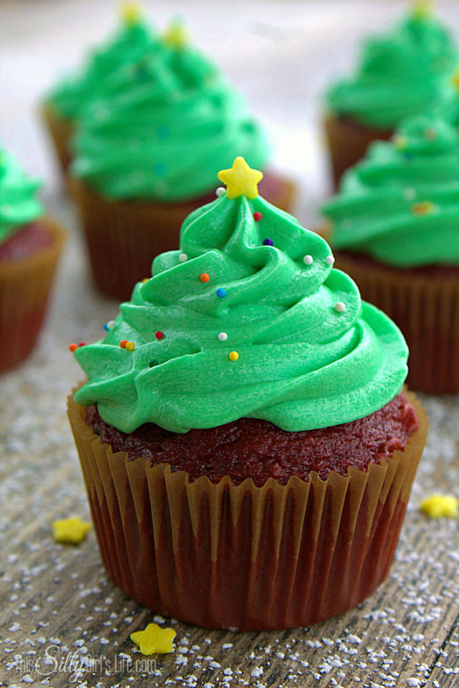 25 cute christmas cupcake ideas easy recipes and decorating tips for holiday cupcakes - Christmas Cupcakes