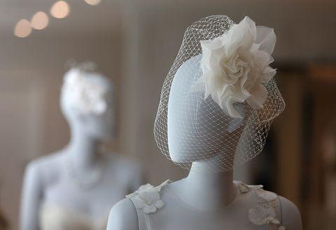 Shoulder, Bridal accessory, Petal, Style, Hair accessory, Headgear, Headpiece, Neck, Ivory, Mannequin,