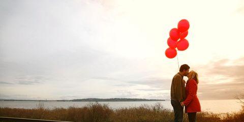 Balloon, People in nature, Party supply, Interaction, Romance, Bank, Love, Atmospheric phenomenon, Honeymoon, Gesture,
