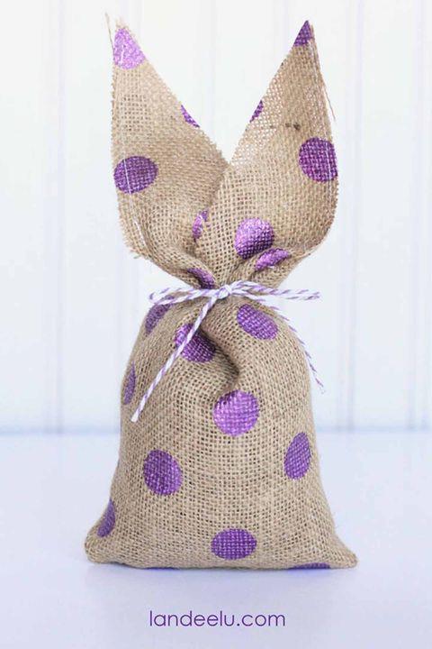 burlap bunnies -Easter DIY decorations