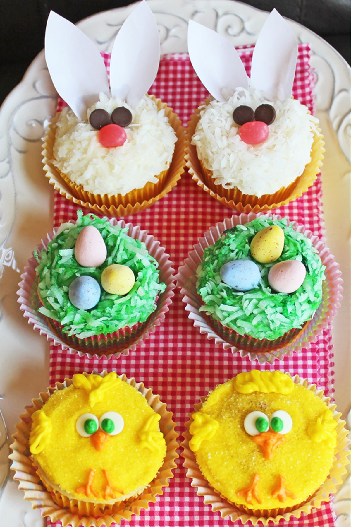 Watch How to Make Easter Cupcakes video