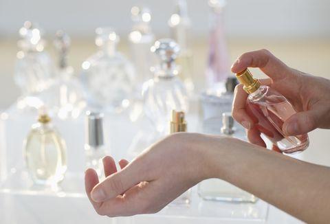 Perfume, Nail, Skin, Hand, Finger, Cosmetics, Ring, Fashion accessory, Manicure, Glass,