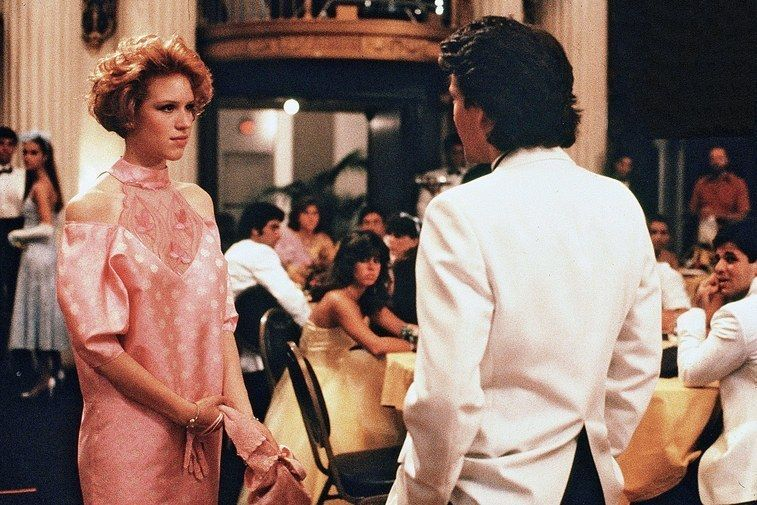 Molly Ringwald Reveals How She Really Felt About That Pretty In Pink Prom Dress Molly Ringwald Hated Her Pink Prom Dress In Pretty In Pink