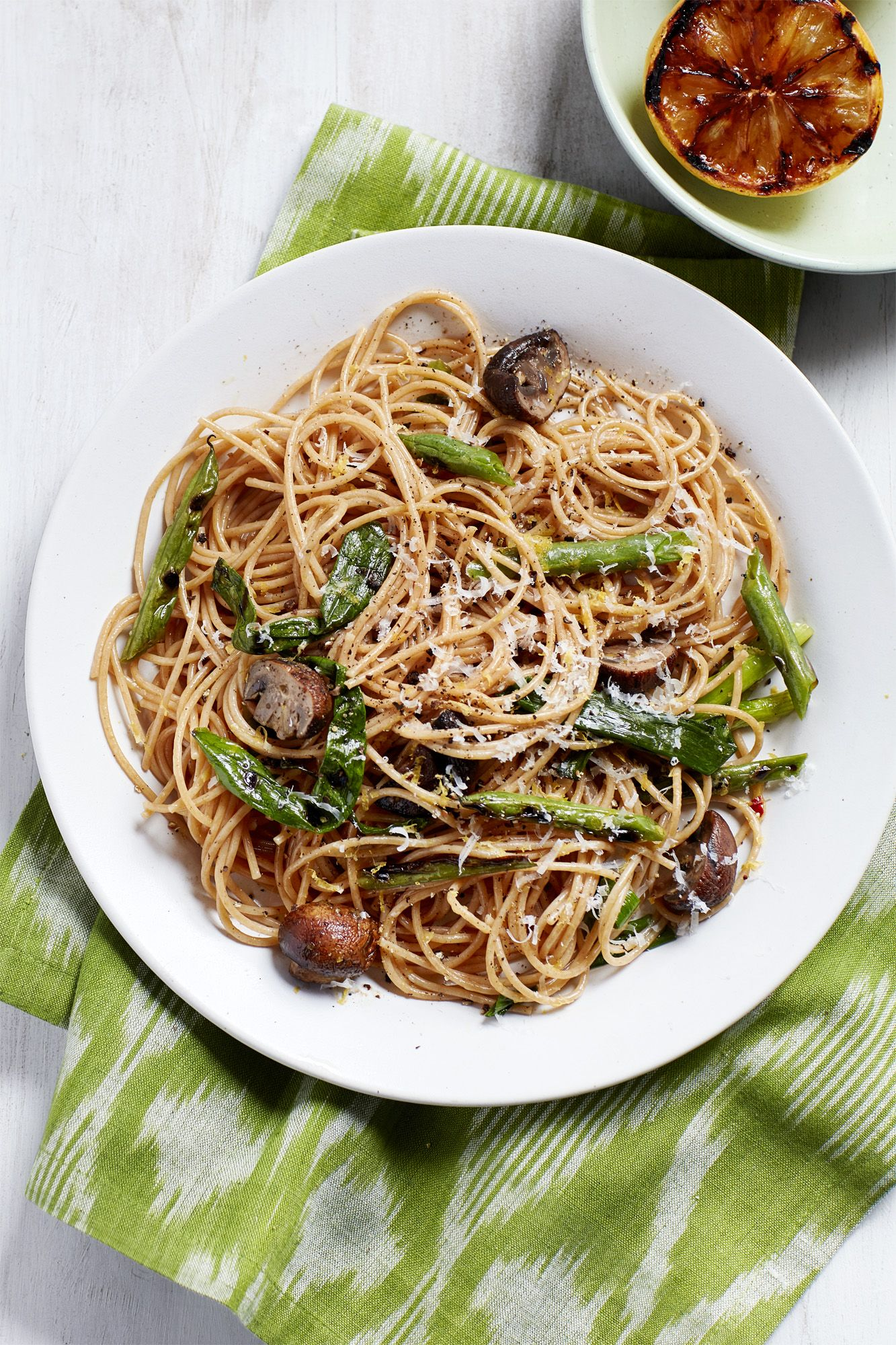 spaghetti with mushrooms and grilled green beans