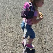 dad defends daughter on leash