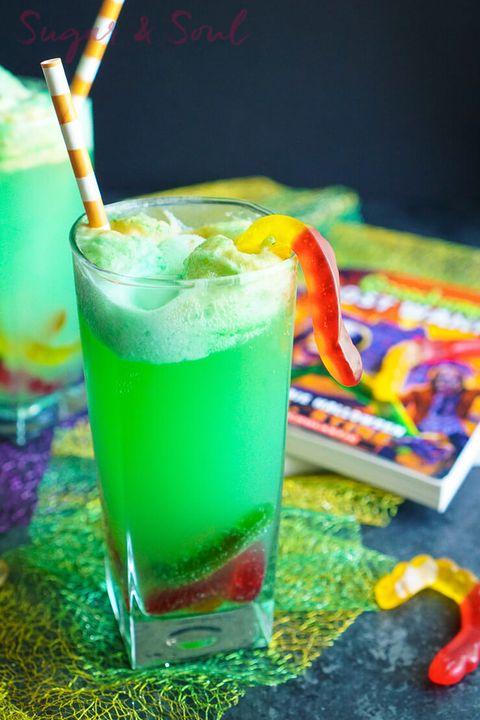 32 Easy Halloween Cocktails & Drinks - Recipes for Halloween Drink Ideas