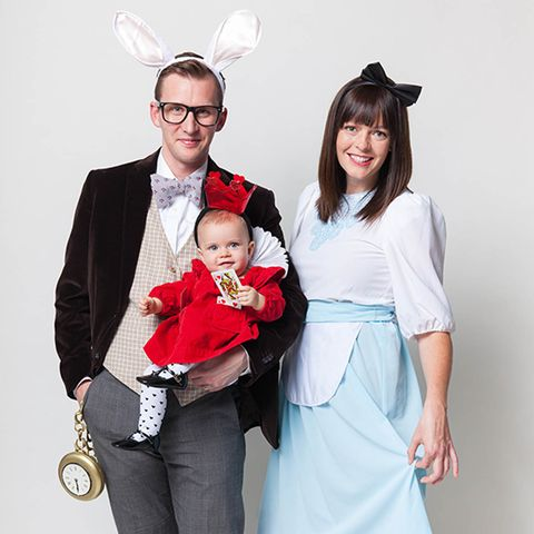 Alice In Wonderland Halloween Costume Family.57 Family Halloween Costumes Addams Family Flintstones And More