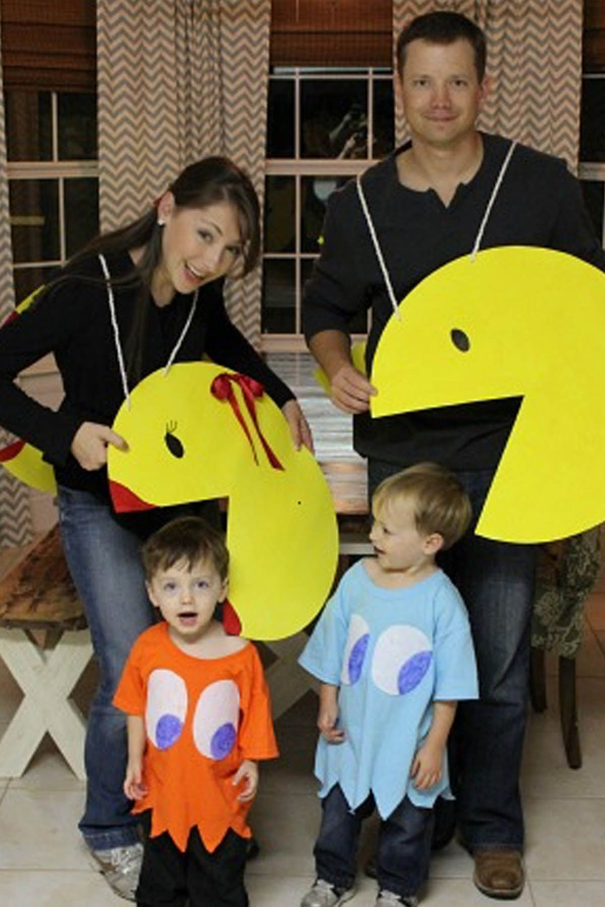 30 Best Family Halloween Costumes 2018 - Cute Ideas for Themed Costumes for Families  sc 1 st  Womanu0027s Day & 30 Best Family Halloween Costumes 2018 - Cute Ideas for Themed ...
