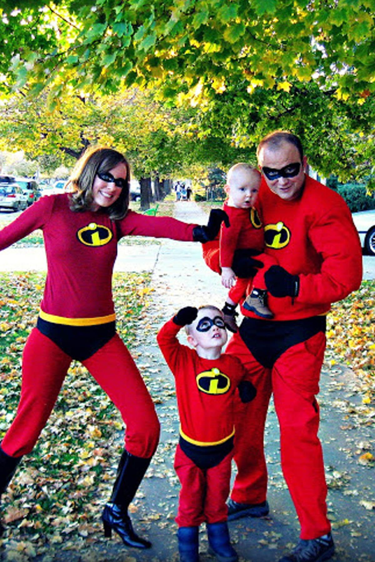 30 best family halloween costumes 2018 cute ideas for themed 30 best family halloween costumes 2018 cute ideas for themed costumes for families solutioingenieria Images