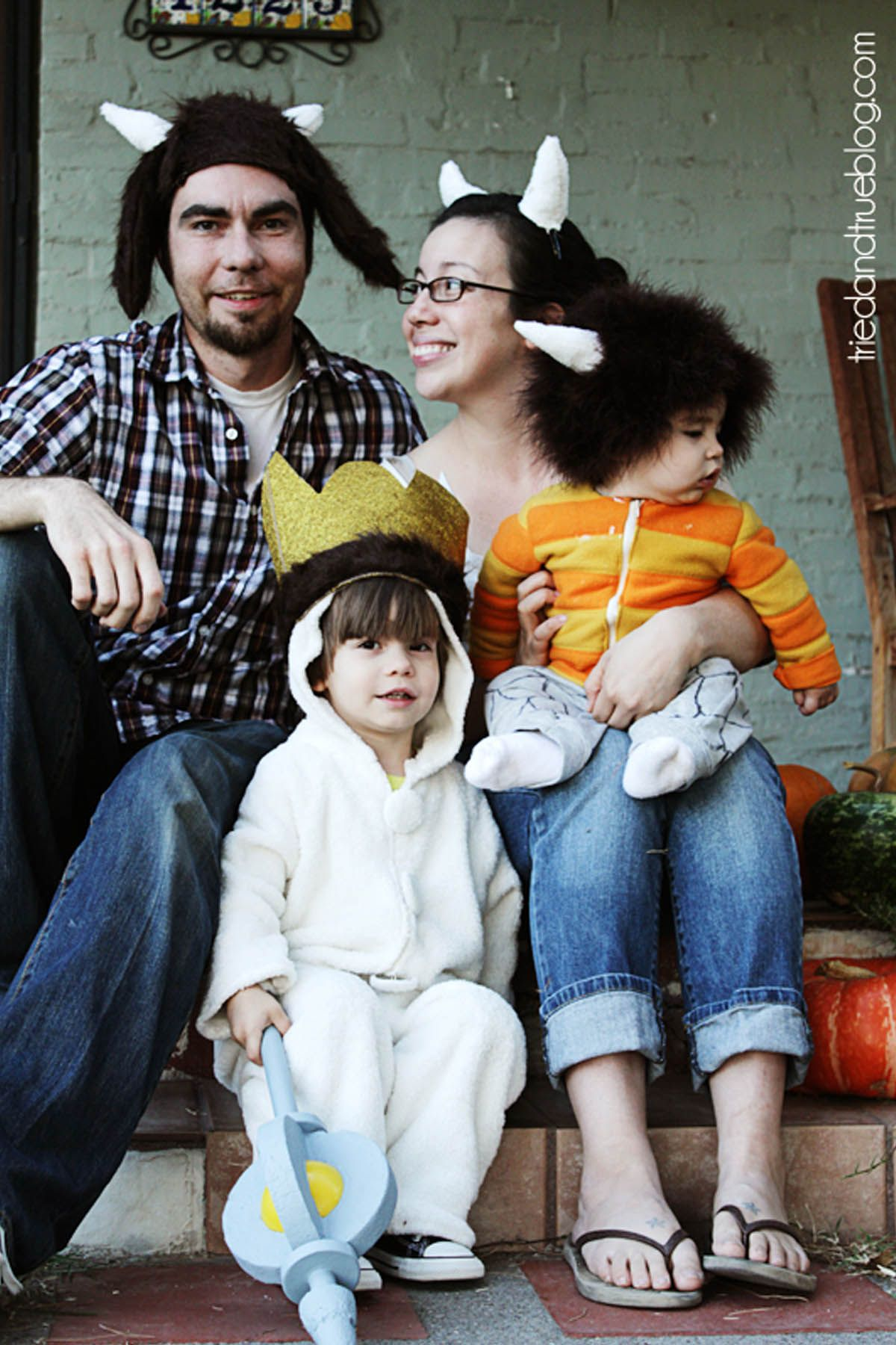 Halloween Costumes For 3 Kids.57 Family Halloween Costumes Addams Family Flintstones