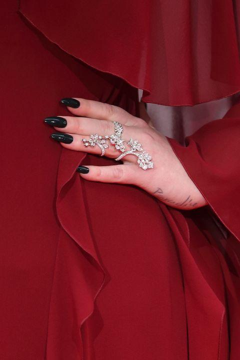 8933e18054ae6 35 Small Tattoo Ideas for Women - Tiny Tattoo Design Inspiration